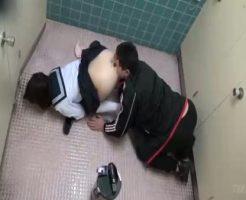 【JKレイプ動画】女子便所に入ってきた痴漢に強姦された女子校生!泣きじゃくる少女に無理やりチンコ挿入し・・・