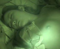 【近親相姦】童貞の兄が妹の寝ているところを襲いかかり中出しセックスで気分爽快レイプ動画!