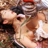 【ガチレイプ】野外で無残な姿の女性がリアル過ぎる・・・悲惨なレイプ現場
