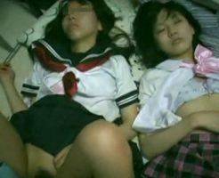 【ロリレイプ動画】犯罪臭がヤバい!?家出少女を眠らせ挿入シーンを撮影した様子・・・