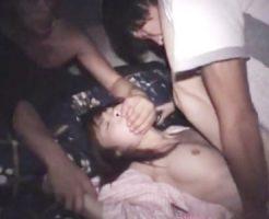 【無修正 レイプ】寝ている少女が悪戯され気がつけばマンコに熱いチンコをねじ込まれるという最悪の目覚め