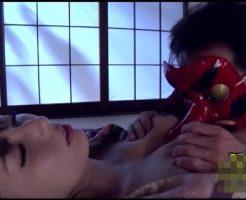 【レイプ動画】睡眠薬で眠らされた人妻が天狗の面を被った変態男に中出しレイプされてしまう…