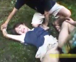 【ロリレイプ動画】「嫌だぁぁぁ」女子校生を山中に拉致って中出し輪姦する鬼畜DQNの犯行一部始終!