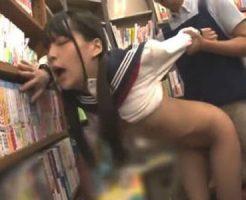 【ロリレイプ動画】本屋でイヤホンをして無防備になっていた女子校生が背後から突然襲われてレ○プされる…。