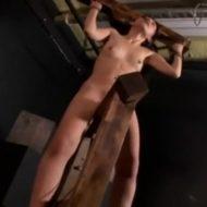 【SMレイプ動画】元カノを拉致って監禁し電マ付き三角木馬に拘束放置する地獄の拷問...