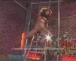 【拷問レイプ動画】身動き一つとれなく中吊拘束されたギャルが固定電マで失神するまで逝きまくる地獄アクメ・・・