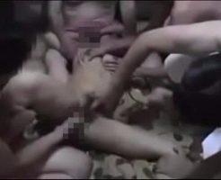 【本物レイプ動画】※ガチ注意!キチガイ集団に拉致られた女が寄ってたかって凌辱されて精神崩壊・・・