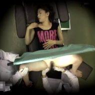 【盗撮レイプ動画】ガチ注意!不妊治療に来た人妻を分娩台の上で中出し強姦する鬼畜医師・・・