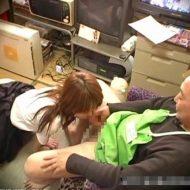 【JKレイプ動画】万引き少女を「警察呼ばれたくないだろ?」と脅迫して性奴隷にする糞店長の強姦記録…