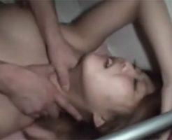 【本物レイプ動画】痛いぃ!美人ギャルの自宅に押し入り鬼畜な首絞めガチ輪姦。イマラチオに強制クンニ、ちんぽねじ込み集団強姦