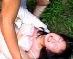 【無修正レイプ動画】山奥に拉致られ、泣き叫んでも首絞めひたすらロリまんこを犯されるJK