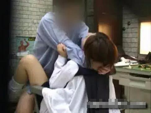 【盗撮レイプ動画】医者の立場を利用し患者を強姦している映像が流出してるww