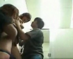 これはしょうがない…男子トイレを借りていた美女!出た所を男二人に捕まり輪姦レイプ