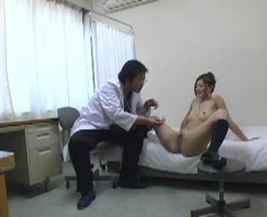 【痴漢盗撮】普段から怪しかった医師の診察にカメラを設置してみたら・・・女子高生にいけない診察をしてた件についてwww