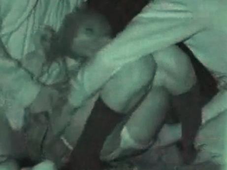 【本物レイプ動画】暴走族に強姦されているギャルの本物映像・・・観覧注意!!
