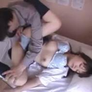 【ロリレイプ動画】悪徳医師の実録レイプ!診察に来た女子高生に睡眠薬を飲ませて中出しレイプする一部始終・・・