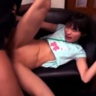 【ロリレイプ動画】『痛いっ!』と絶叫するJS位の女の子にむりやり極太チンコをねじ込み処女膜破るキチガイ叔父さん・・・