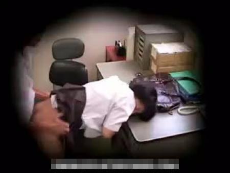【ロリレイプ動画】万引きで捕まったツインテールのJCが怒り狂った店長に中出しレイプされる一部始終!