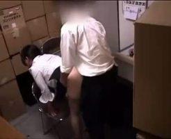 【ガチレイプ動画】盗撮映像流出!万引きした生徒を許してもらう代わりに子宮で代償払わされる女教師・・・