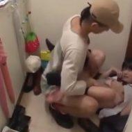 【JCレイプ動画】ストーカーの鬼畜な犯行!大人しそうな中●生少女の自宅に上がり込み処女膜破壊レイプ・・・