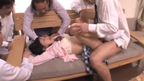 【集団レイプ動画】親の借金を取り立てにきたヤクザたちに輪姦された女子校生がトラウマ確実な連続中出しされて・・・