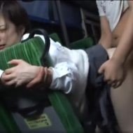 痴漢だらけのバスに乗り込んだJKが、周りの鬼畜達にひたすら輪姦され中出しレイプ!