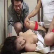 【輪姦レイプ動画】ヤクザに拉致され両手足を縛られた人妻が3人がかりで犯される屈辱の中出しレイプ・・・