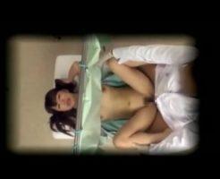 【JCレイプ動画】ガチ注意!子宮検査にに来た中学生くらいに見える少女を診察台の上で種付けレイプ!