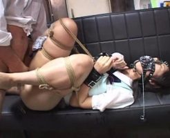 【無修正レイプ動画】女子校生を拘束して肉便器扱いするキチガイ男のレイプ記録流出・・・