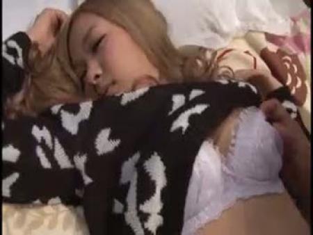 【リアルレイプ動画】泥酔して寝てしまったギャルをお持ち帰りして生チンポで犯しまくるガチ強姦!