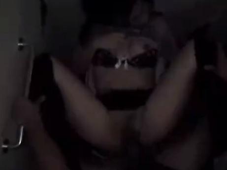 【泥酔レイプ動画】ガチ強姦映像流出!酔って居酒屋トイレで寝てる女を強引に犯す…