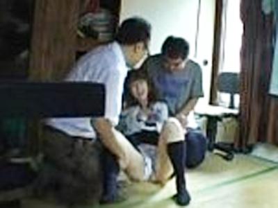 【盗撮レイプ】ヤリ部屋に円光JKを連れ込み生意気な女を輪姦した鬼畜親父が流出させたガチ映像