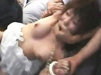 【集団レイプ】ガチでえぐい・・・死角を作られ痴漢魔から輪姦されマンコを破壊された女性・・・