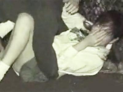 本当にヤダ!と号泣するJKを荒々しくレイプする強姦魔の非情すぎる犯行ムービー!