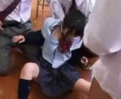 【集団レイプ】とある学校で起きた少年達による輪姦事件の犯行映像・・・真面目そうなjkが犯されていく・・・