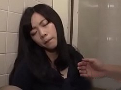 【本物レイプ】泥酔した女のタイツを破りまんぐり返しにイラマチオ!意識朦朧のまま犯されていく・・・
