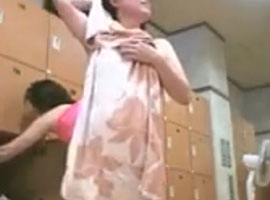 脱衣所に仕掛けたカメラが女の子たちの裸を記録していく