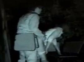 【無修正盗撮】夜の公園で青姦しているOLカップルを隠し撮りw
