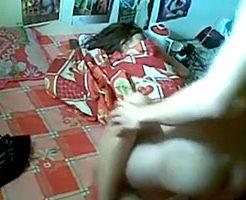 【無修正】寝ている妹に手を出すゲスな兄の近親相姦レイプ