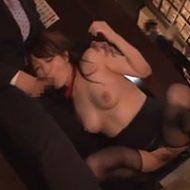漫喫で狙われた女性店員!ほかの客にバレないようにしゃぶらされて犯される…