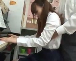 レッスン中に手を出すピアノ講師が生徒にフェラさせそのままハメ犯す