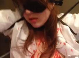 【無修正SM】目隠し拘束され電マ蝋燭責めされたらしい女性が高速手マンで大量潮吹き