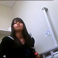 隠しカメラが制服姿のJKたちの排泄姿を捉えていくwww