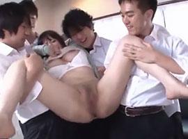 美人教師が男子たちに肉便器として陵辱され輪姦されていく…