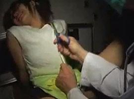衣服をハサミで切り裂かれ抵抗も許されずにレイプされる…